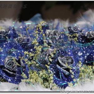 用思念缀满爱,蓝蔷薇配满天星花语